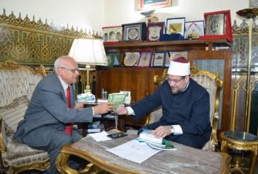 <center>وزير الأوقاف يستقبل السفير / خالد عمران <br/>سفير مصر بدولة فنزويلا<center/>