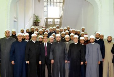 <center> وزير الأوقاف يلتقي الأئمة المتميزين <br/> في مسابقة القراءة الحرة <br/> ويثني على اجتهادهم وتميزهم <center/>