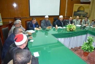 <center>وزير الأوقاف في اجتماعه بقيادات الوزارة ومديري المديريات يؤكد:<center/>