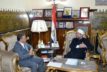 <center> سفير بروناي يشيد بجهود <br/> وزارة الأوقاف المصرية <br/> وبخاصة في مجال إيفاد الأئمة <br/> ونشر الفكر الوسطي الصحيح <center/>