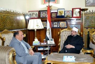 <center>وزير الأوقاف يستقبل <br/>سيادة السفير/ محمود سامي <br/>سفير مصر الجديد لدى الفاتيكان <center/>