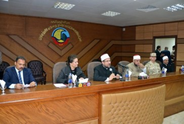 <center> وزير الأوقاف ومحافظ البحيرة <br/> يشهدان توزيع 1000 بطانية <br/> و100 مقعد دراسي <center/>