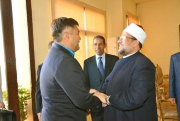 <center> وزير الأوقاف المصري <br/>  يستقبل نظيره الكازاخستاني <br/> ويتفقدان أعمال الترميم <br/> بمسجد الظاهر بيبرس <center/>