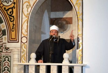 <center> وزير الأوقاف في خطبة الجمعة <br/> من مسجد الشهيد <br/> عبد الوهاب سعيد بالسويس <center/>