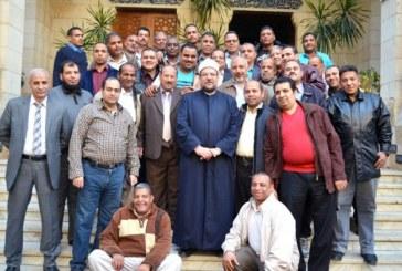 <center> وزير الأوقاف يلتقي فوج الإداريين <br/> المشاركين في معسكر أبي بكر الصديق <br/> التثقيفي بالإسكندرية <center/>