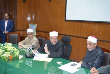وزير الأوقاف <center>خلال لقائه الأئمة والإداريين <br/>المسجلين على منحة الماجستير <br/>بالمعهد العالي للدراسات الإسلامية<center/>