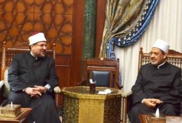 <center>وزير الأوقاف يهنئ الإمام الأكبر بعودته سالمًا إلى أرض الوطن ويسأل الله له دوام الصحة والعافية<center/>