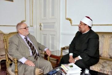 <center>وزير الأوقاف يستقبل عميد معهد<br/>ليون للحضارة الإسلامية<br/>ويطلعه على تجربة الأوقاف المصرية<br/>في مواجهة الفكر المتطرف<center/>