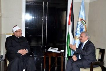 <center>رئيس وزراء فلسطين يستقبل وزير الأوقاف ويناقشان سبل تعزيز التعاون في مواجهة الفكر المتطرف <center/>